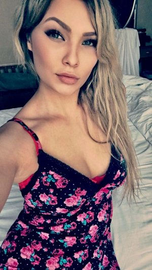 Adisson escort girls in Caister-on-Sea
