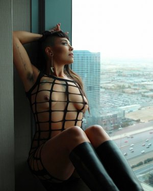 Angelyne submissive escorts Bettendorf, IA